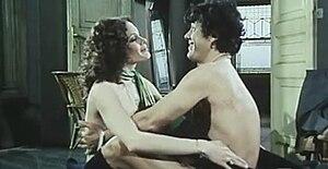 Martine Beswick - Beswick with Franco Franchi in Ultimo tango a Zagarol (1973)