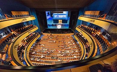 Frankfurt Städtische Bühnen.Oper.Zuschauerraum+Bühne.20130922.jpg
