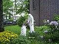 Franz-von-Assisi-Statue vor der Sankt-Franziskus-Kirche am Lämmersieth in Hamburg-Barmbek.jpg