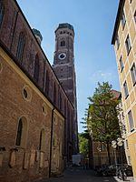 Frauenkirche alley.jpg