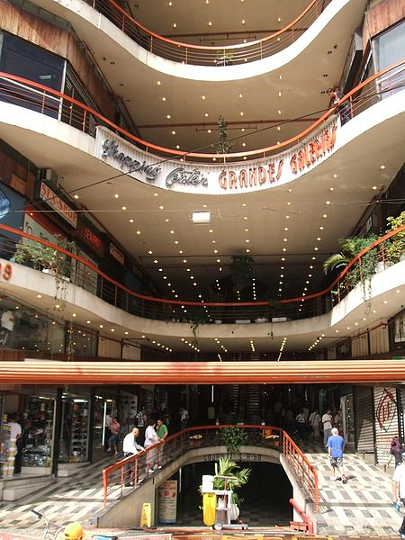 Ficheiro:Galeria do Rock (Shopping Center Grandes Galerias) 01.JPG