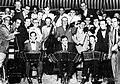 Gardel toca bandoneon 1933.jpg