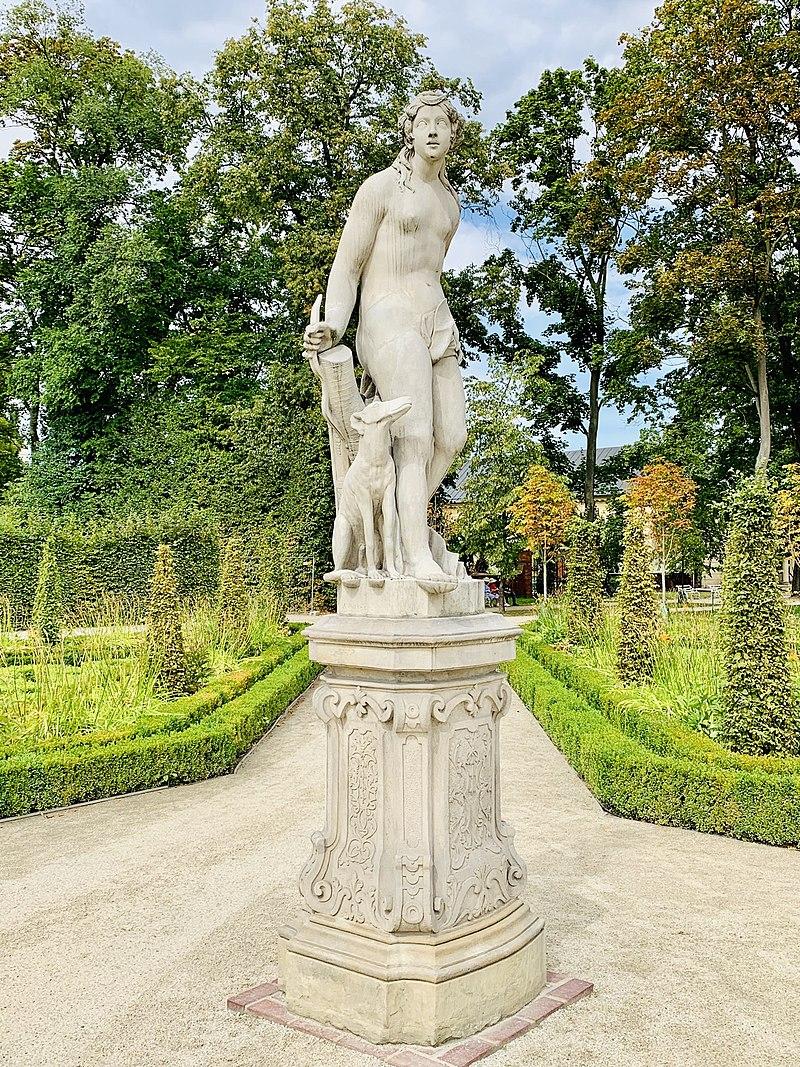 Garden sculptures of the Wilanów Palace, Poland 03.jpg