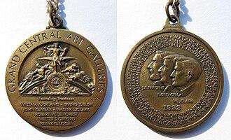 Grand Central Art Galleries - Medal commemorating the founding of the Grand Central Art Galleries