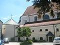 Geisenfeld, Rundkapelle neben Pfarrkirche Mariae Himmelfahrt.jpg