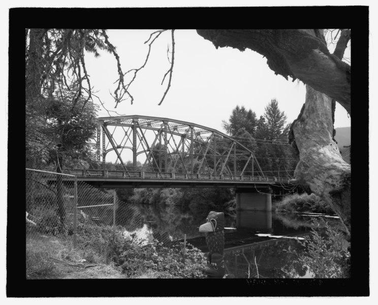 File:General perspective view of Applegate River Bridge, view looking west - Applegate River Bridge No. 01985, Spanning Applegate River at Milepost 6.14 of Jacksonville Highway (OR-238), HAER OR-138-3.tif