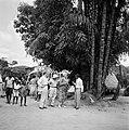 Gezelschap in een dorp in Suriname. Op de rug gezien Hildegard van de Poll, rech, Bestanddeelnr 252-5159.jpg