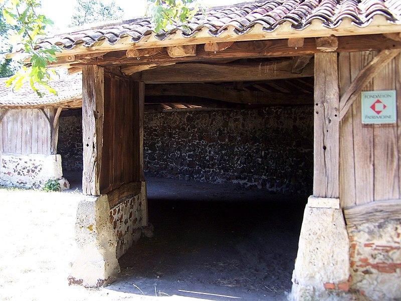 Round sheepfold of Goualade (Gironde, France)