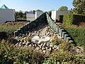 Groeningen - Fontein 'Levend water' in het park bij de Sint Antonius Abt en Sint Nicolaaskapel.jpg