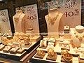 HK 尖沙咀 TST 彌敦道 Nathan Road 海防道 53-55 Haiphong Road 海防大廈 Hai Phong Mansion shop 六福珠寶 Lukfook Jewellery window gold display December 2020 SS2 02.jpg