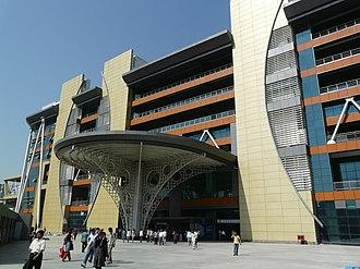 HUDA City Centre metro station - Image: HUDA City Center station (Delhi Metro)
