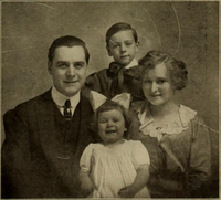 Harry Benham and family 1912.png
