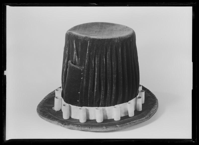 File:Hatt till serafimerdräkt - Livrustkammaren - 61946.tif
