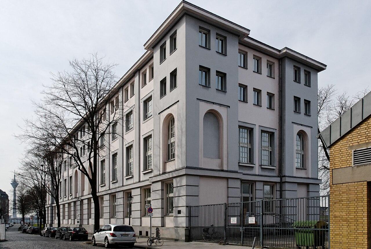 Datei:Haus Reuterkaserne 1 in Duesseldorf-Altstadt, von