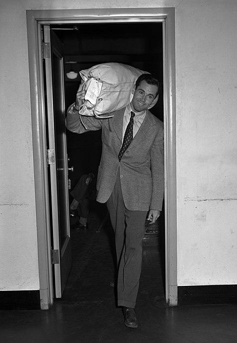 Henry Fonda enlisting in United States Navy, 1942