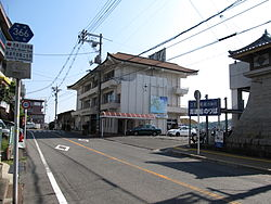Hiroshima prefectural road 366 near Habu port in Innoshima island.JPG