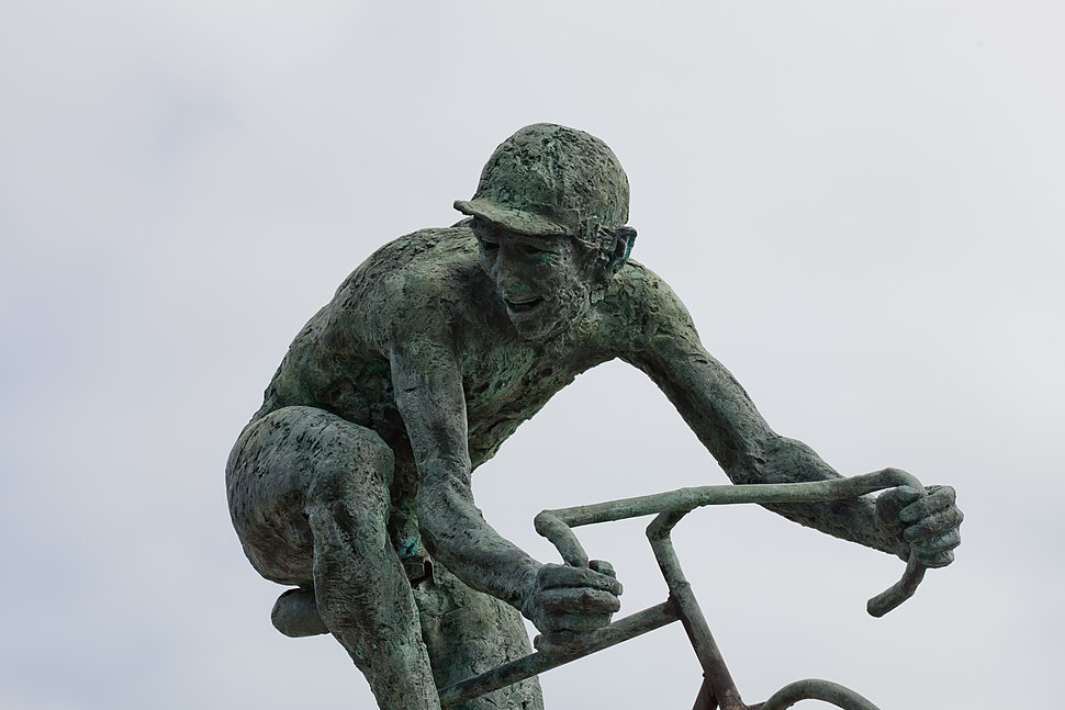 Homenaxe ó ciclista, en Estramundi, Padrón.