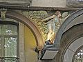 Hotel Oriente, àngel a la façana.jpg