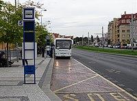 Hradčanská, autobusové stanoviště, odpředu, autobus do Domažlic.jpg