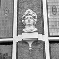 Huis met de Hoofden, hoofd naast ingangspartij rechter zijde - Amsterdam - 20018053 - RCE.jpg