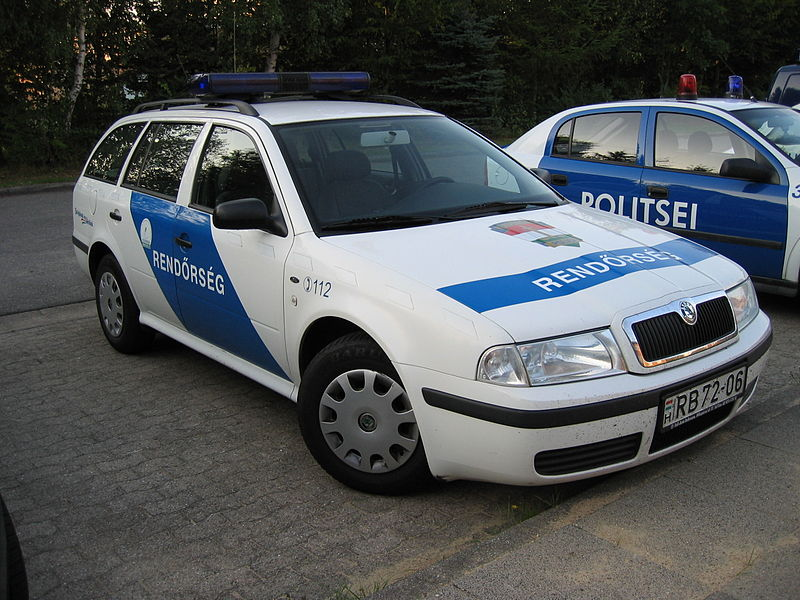 File:Hungarian police car.JPG