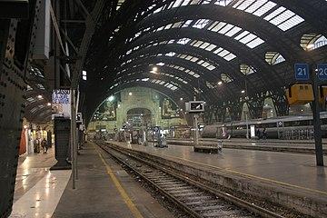 IMG 3044 Binari Stazione centrale di Milano - Foto Giovanni Dall'Orto 1-1-2007.jpg
