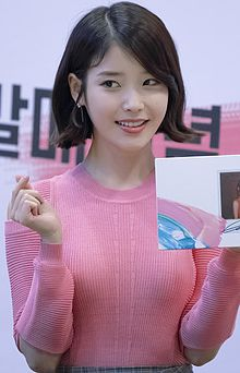 IU at a signing event at COEX on April 27, 2017 (2).jpg