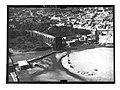 Ifpo 21404 Syrie, gouvernorat de Hama, aqueduc et norias sur l'Oronte à Hama vue aérienne oblique.jpg