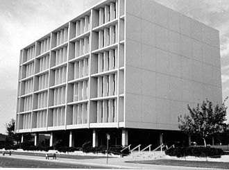 1979 Imperial Valley earthquake - The Imperial County Services building in El Centro following the earthquake with the east end dropping down 30 cm