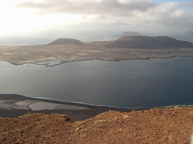 File:Isla de la graciosa desde el Mirador del Río - panoramio.jpg