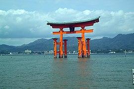 ItsukushimaTorii7403.jpg