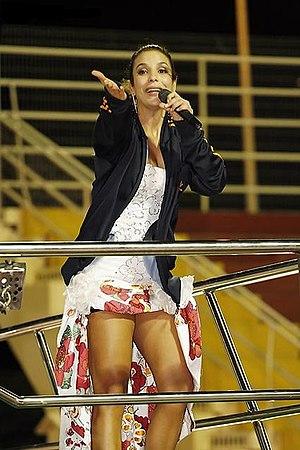 Ivete Sangalo sings in Florianópolis.