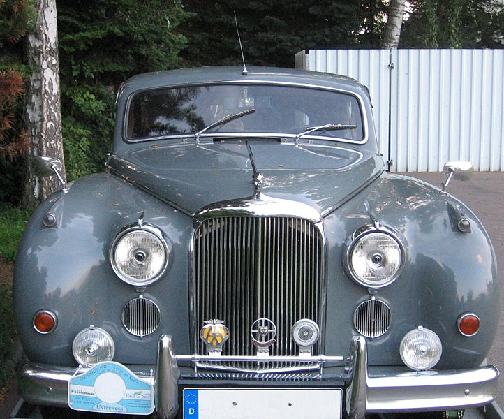 پرونده:Jaguar Mark IX - front.jpg