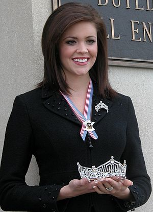Miss Oklahoma - Image: Jennifer Berry holding crown (cropped)