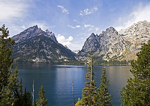 English: Jenny Lake and Cascade Canyon in Gran...