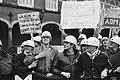 Jongeren demonstreren op het Binnenhof, Bestanddeelnr 932-4542.jpg