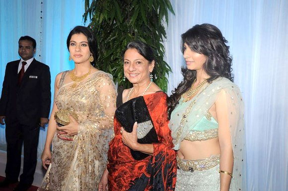 Kajol, Tanuja, Tanisha Mukherjee at Esha Deol's wedding reception 12.jpg