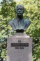 Karl August Hermann monument in Põltsamaa close up.JPG