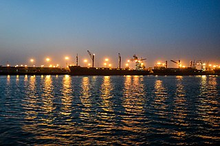 Karnaphuli River at night (02).jpg