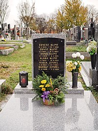 Klimt family grave, Vienna, 2018.jpg