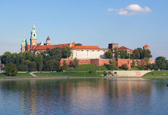 http://upload.wikimedia.org/wikipedia/commons/thumb/8/8f/Krakow_Wawel_20070920_1299.jpg/640px-Krakow_Wawel_20070920_1299.jpg