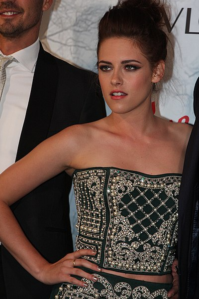 Kristen Stewart distraught over breakup with Robert Pattinson