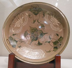 Karatsu ware - Karatsu ware large dish with stenciled design of stylized flower copper-green glaze (Nisai type, 1610-1640s, Hizen