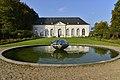 La pièce d'eau circulaire devant l'orangerie (22525152534).jpg