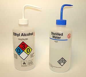 English: Laboratory wash bottles for water and...