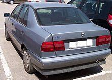 https://upload.wikimedia.org/wikipedia/commons/thumb/8/8f/Lancia_Dedra_silver_hl.jpg/220px-Lancia_Dedra_silver_hl.jpg