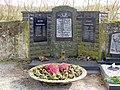 Langwaden, Friedhof, Ehrenmal.jpg