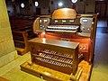 Latina S.Maria Goretti consolle organo Strozzi.jpg