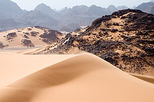 Moving sand dunes, rocks and mountains in Tadr...