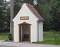 Liegau-Augustusbad Buswartehäuschen Rödertalstraße.jpg
